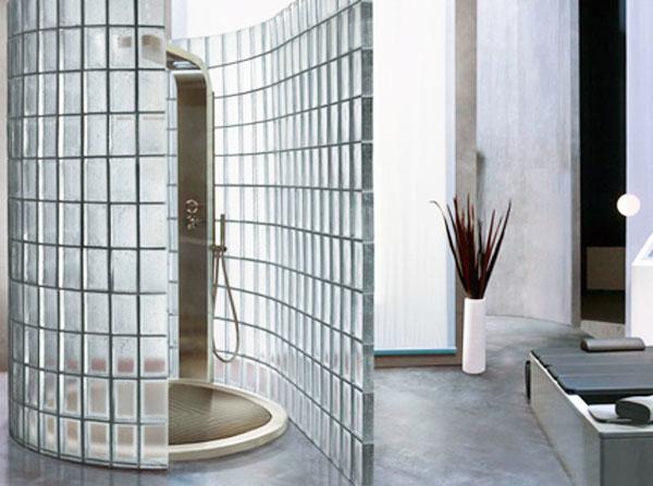 La doccia con mattoni in vetro ceramiche bagno