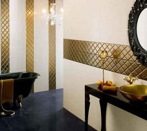 Bagno con decorazioni dorate