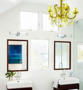 Lampadario di cristallo in bagno