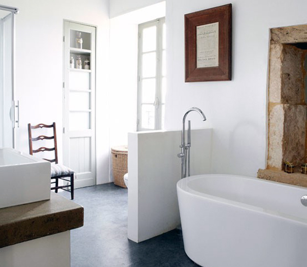 Un bagno in stile rustico moderno ceramiche bagno for Mobile bagno rustico moderno